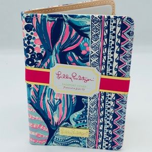 NWT Lily Pulitzer Passport Cover in Scale Up
